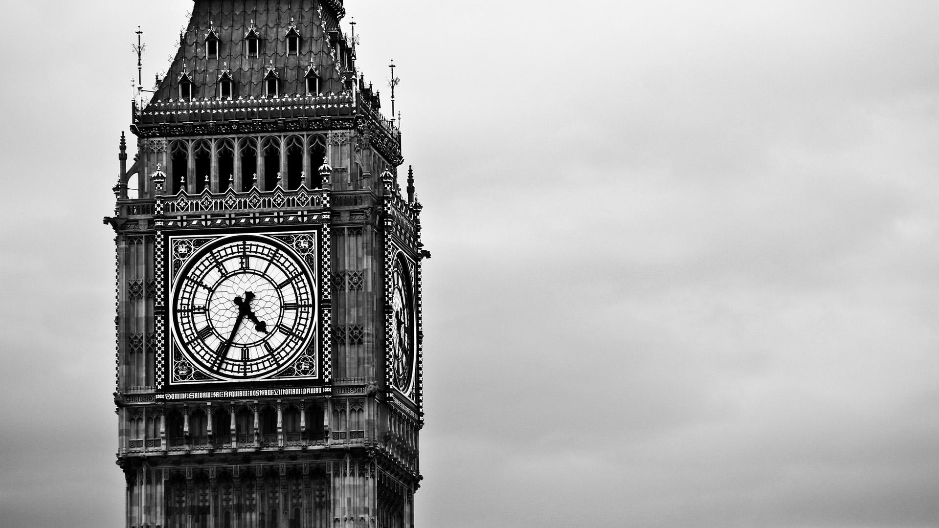 Đồng hồ Big Ben của Anh để làm nền cho đồng hồ đếm ngược