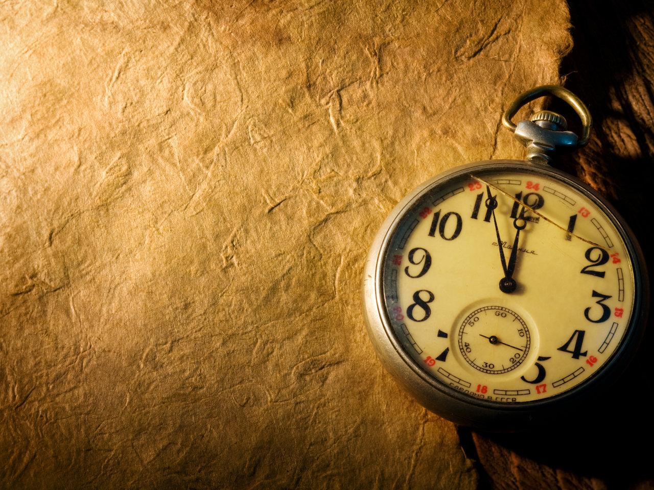 Đồng hồ quả lắc để làm nền cho đồng hồ đếm ngược